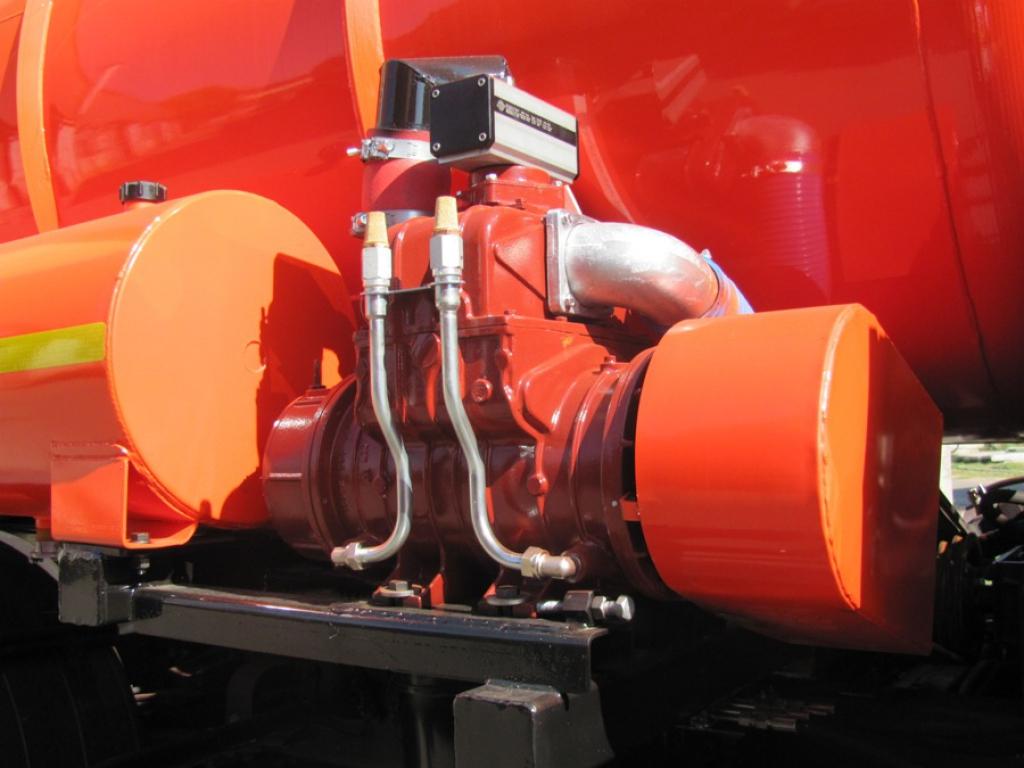 Илососная машина КО-530-25